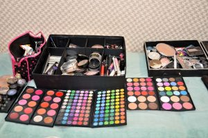 make-up-1376997_1920
